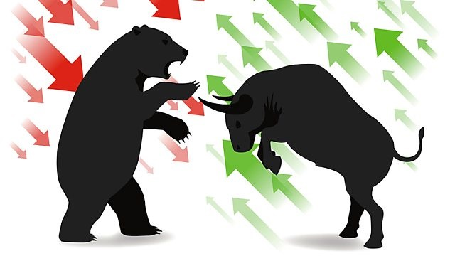 Bear with red downside arrows and bull with green upside arrows